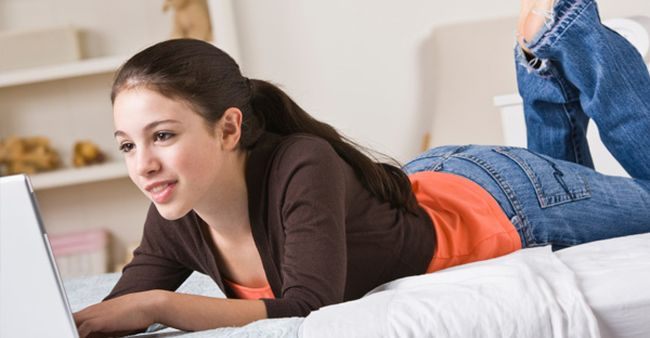 teen-girl-on-laptop